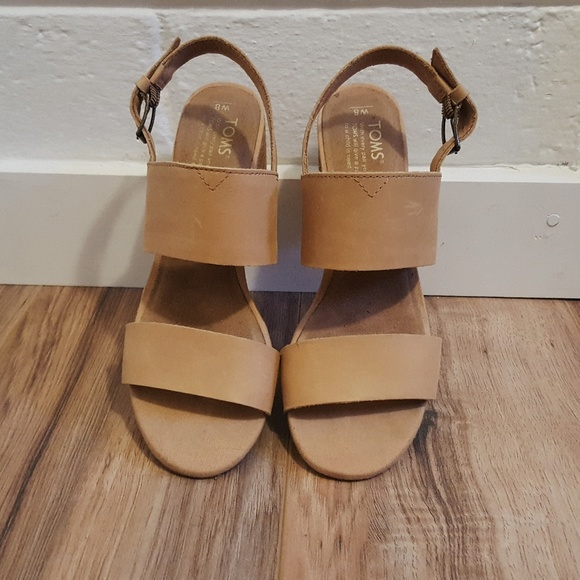 c67b3ce46 TOMS Poppy Sandals in Honey Leather